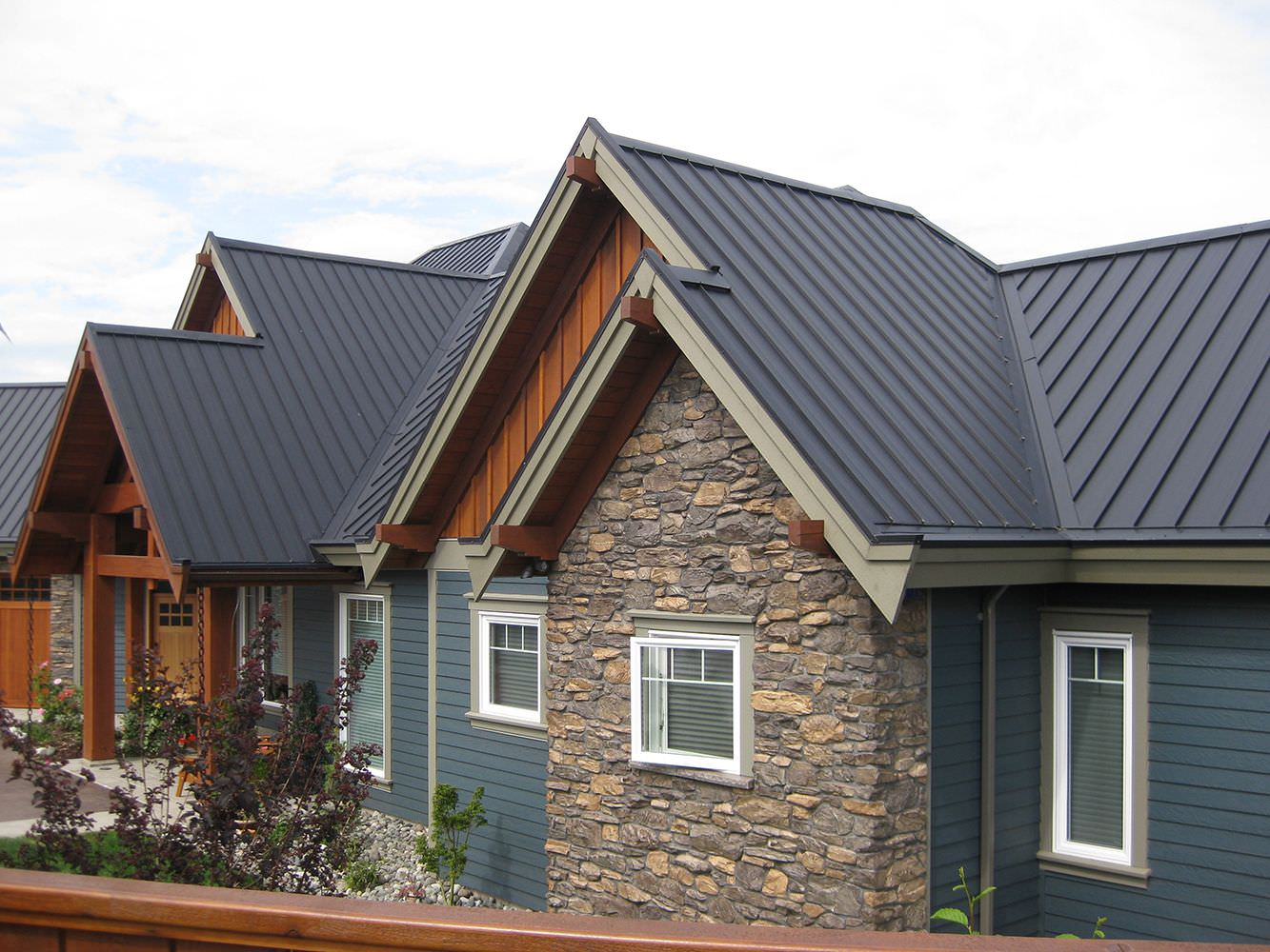 Interlock Standing Seam Roof Deep Charcoal Campbell River